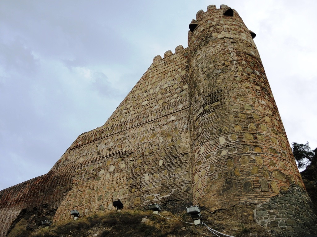 Крепость Нарикала на горе Мтацминда