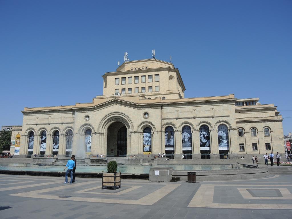 dscn1422  Центральная площадь Еревана