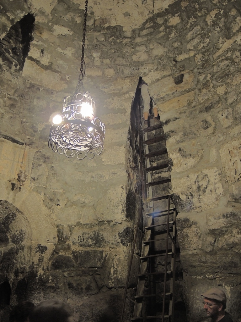монастырь Хор Вирап. Подземная тюрьма, где 10 лет содержался Григорий Просветитель Армении