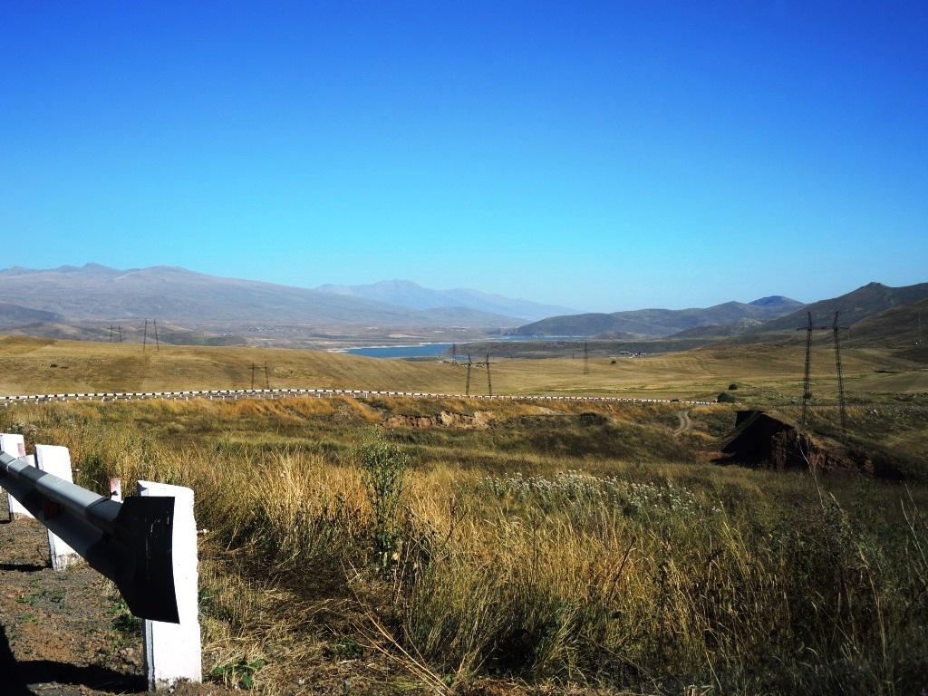 Армения, высокогорное озеро