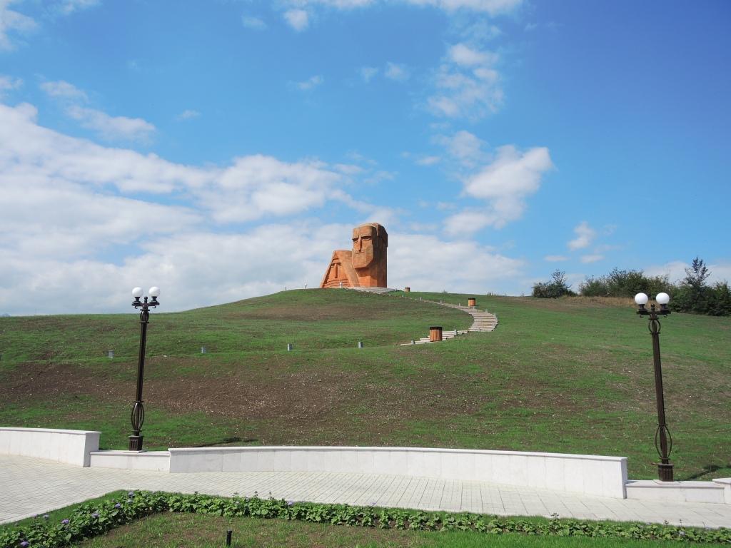 """Степанакерт. Монумент """"Мы-наши горы"""""""