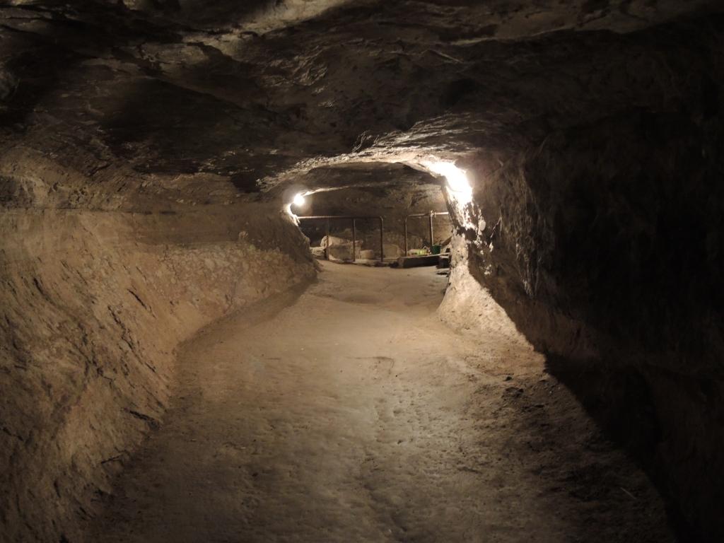 Вардзия - город в скале. Ходы в скалах тянутся на сотни метров