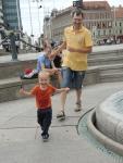Загреб. Купание в фонтане