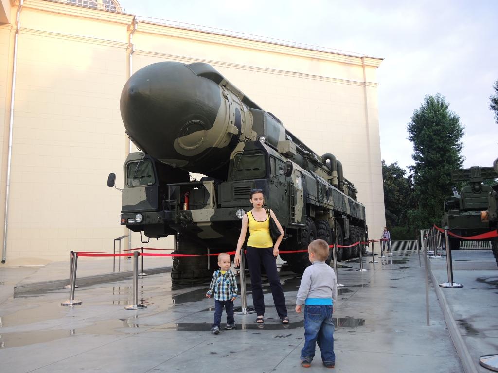 Москва ВДНХ. Тополь