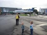 Москва ВДНХ. Самолет ЯК-42