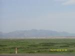 Пески Гоби  на фоне Алтайских гор