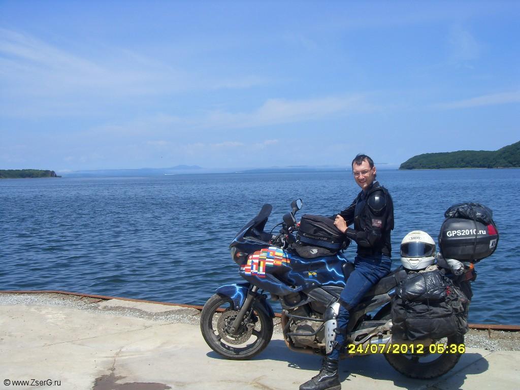 На острове Русский