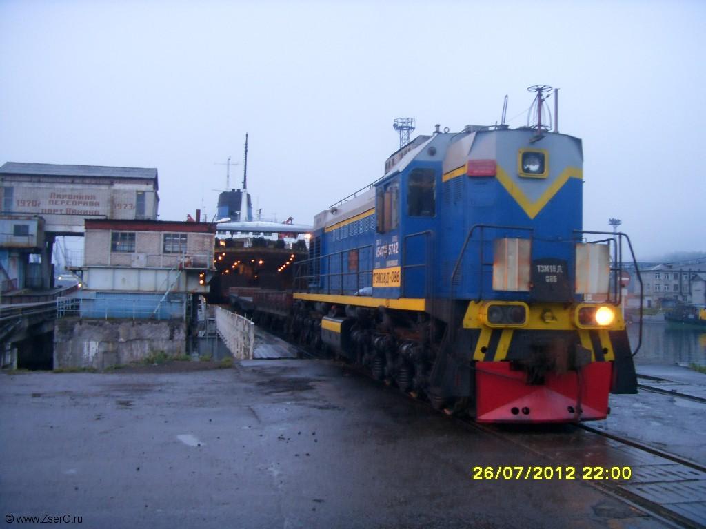 Поезд заезжает в наш паром