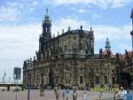 Германия. Дрезден. В этом городе нам не очень понравилось. Зелёные крыши с почерневшим от времени камнем и не красив, и создаёт гнетущее впечатление