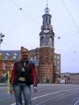 Голландия. Амстердам. Монетная башня. Вот только с погодой не очень повезло - она уже начала портиться, и следующие неск.дней становилась только хуже((