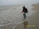 Голландия. Северное море. Пошла попробовать воду на вкус, и меня слегка захлестнуло водой. А вода, кстати, очень солёная)