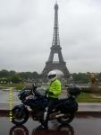 Франция. Париж. Фото ТДМ-ки на фоне башни. Ради этой фотки вымокли до нитки