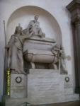 Италия. Флоренция. Собор Санта-Кроче. Могила Петрарки