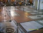Италия. Флоренция. Собор Санта-Кроче. А места в полу хитрые монахи продавали богатым людям под могилы в обмен на обещания спасения их бессмертной души
