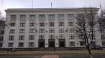 Луганск. Здание администрации. Белые точки следы от ракетного удара
