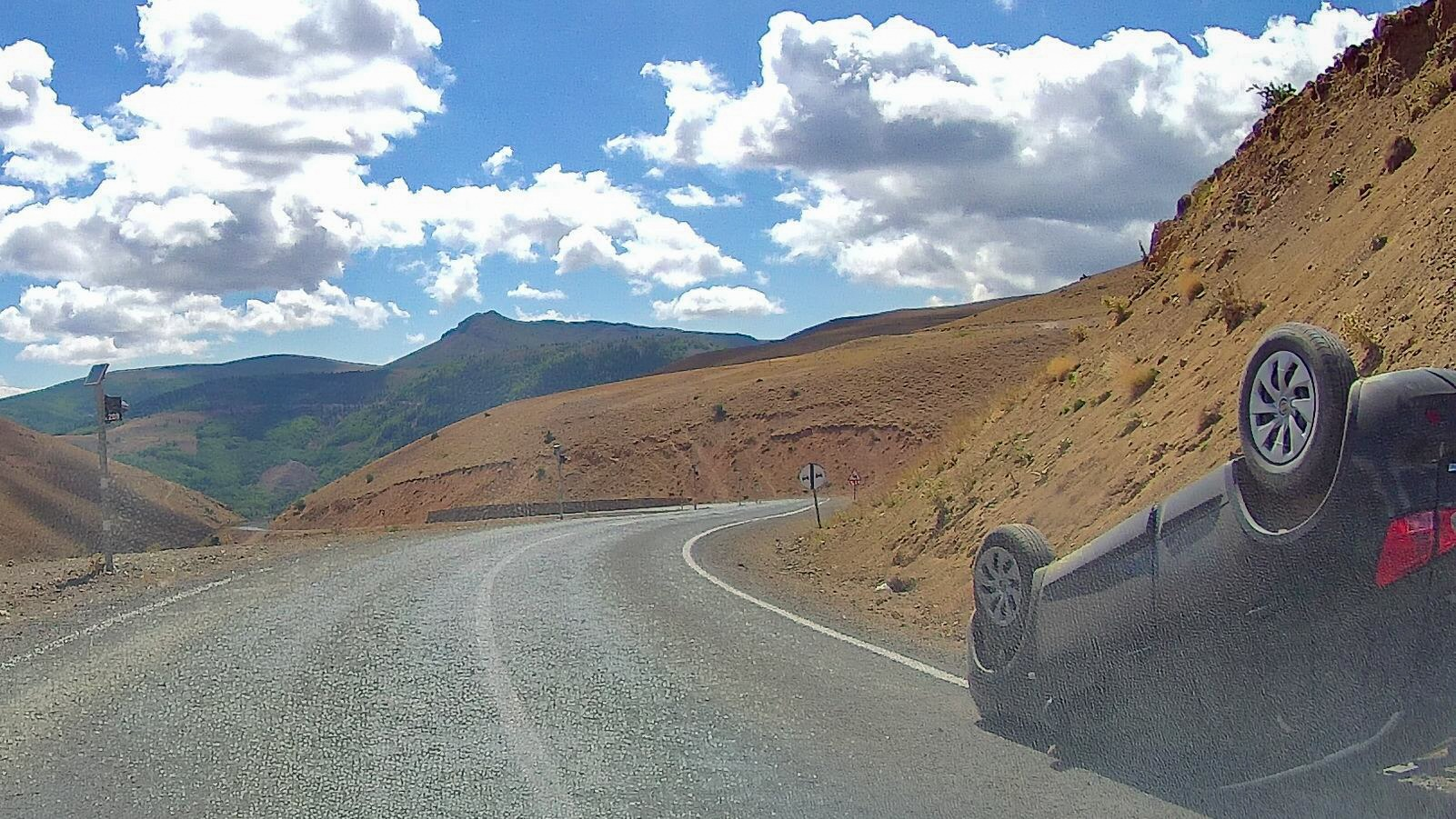 Горными дорогами Турции. Упала машинка