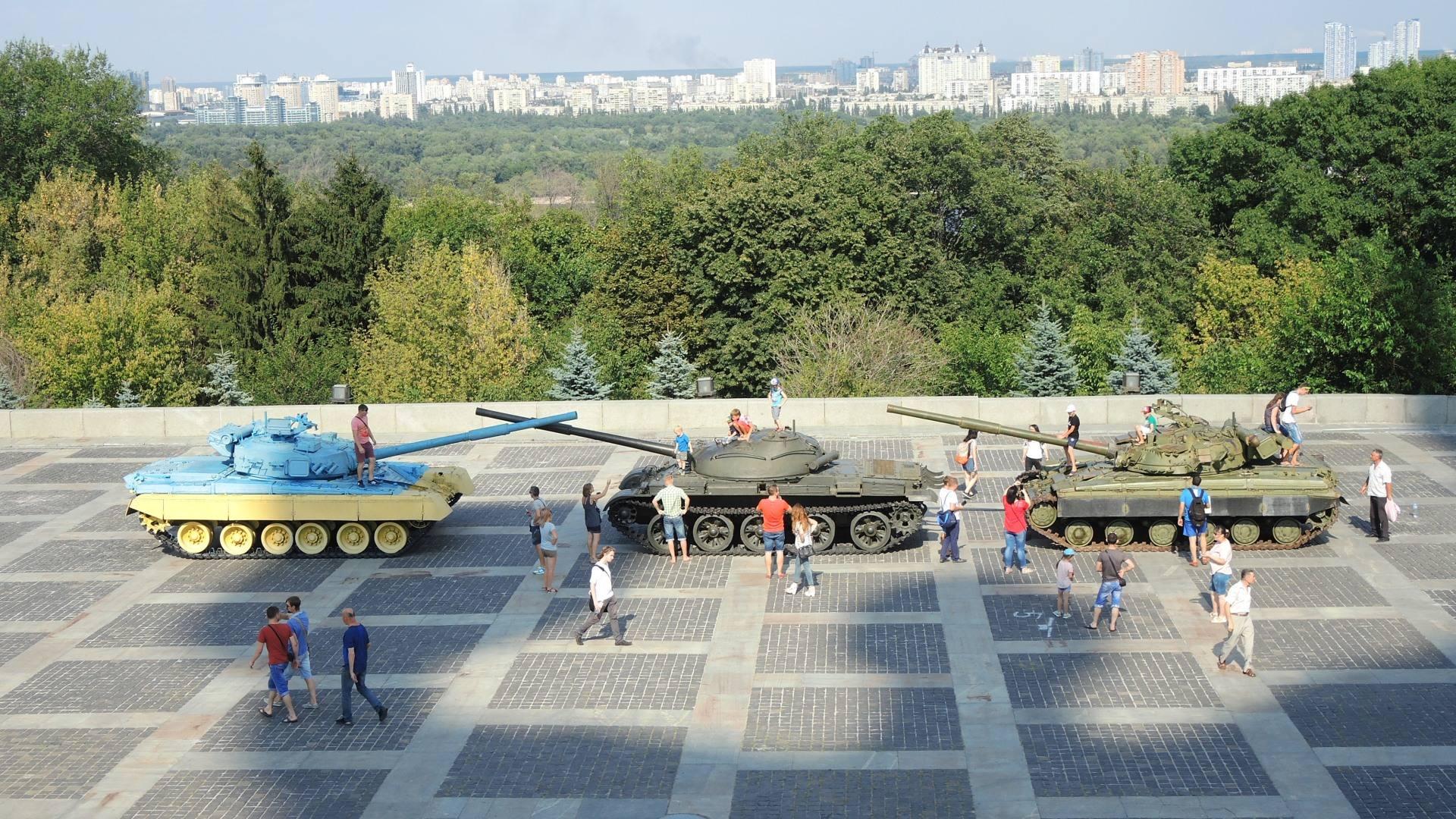 Добавился  правый трофейный танк