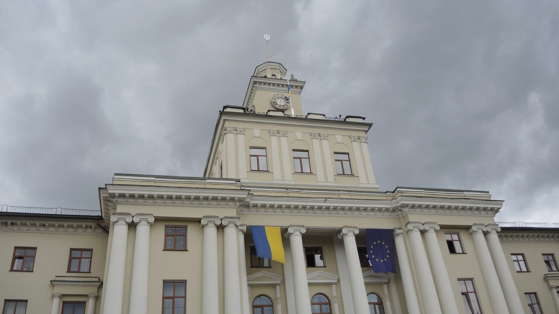 Флаг Евросоюза  на администрации